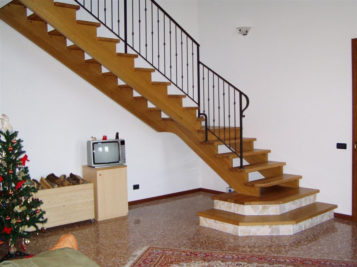 Venetocasa scale scala a giorno per interni in legno s05 - Scale autoportanti in legno ...
